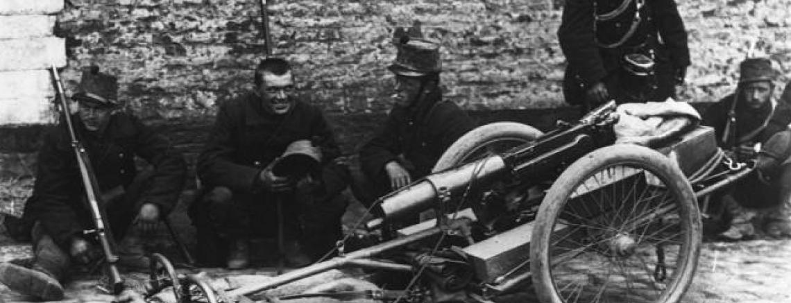 Sectie mitrailleurs met hondengespan